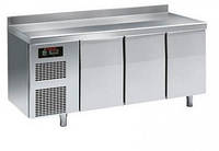Стол холодильный Sagi KUEBA 3 двери, с бортиком