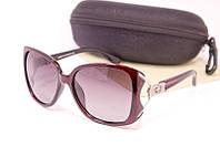 Качественные солнцезащитные очки в футляре