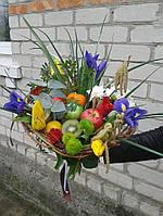 Веган-букет на каркасе с цветами