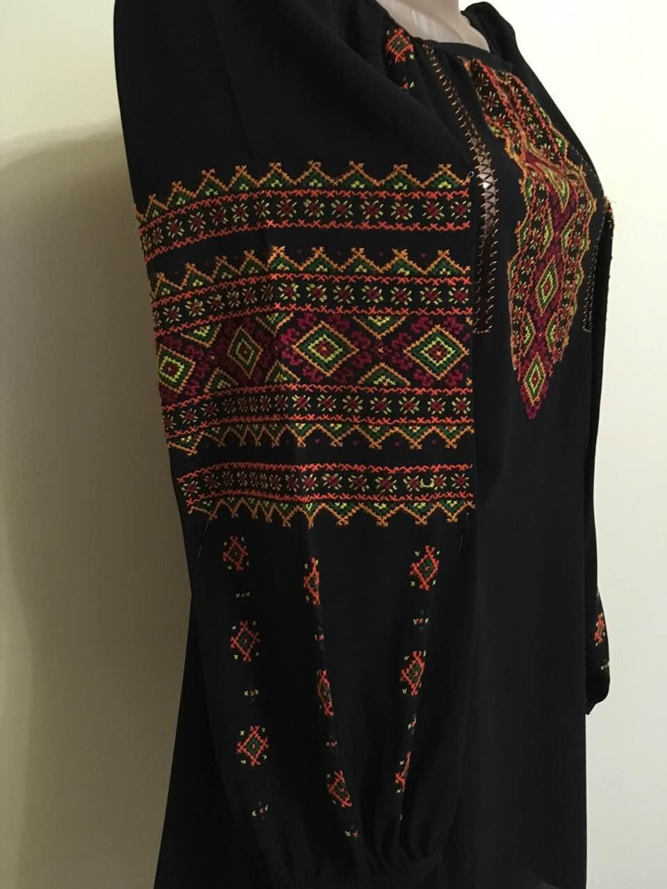 Сорочка жіноча вишита хрестиком на шифоні ручної роботи  продажа ... 79fb106d0bc3e