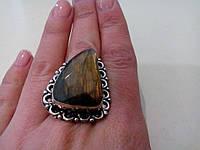 Кольцо с натуральным камнем природный лабрадор в серебре.