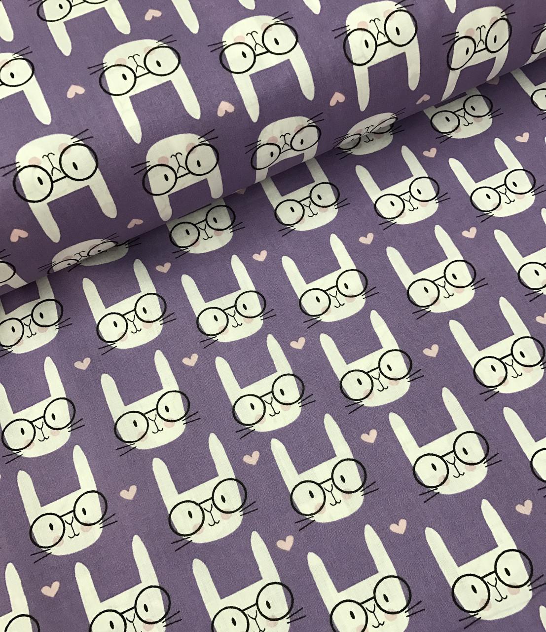 Хлопковая ткань польская зайчики в очках на фиолетовом
