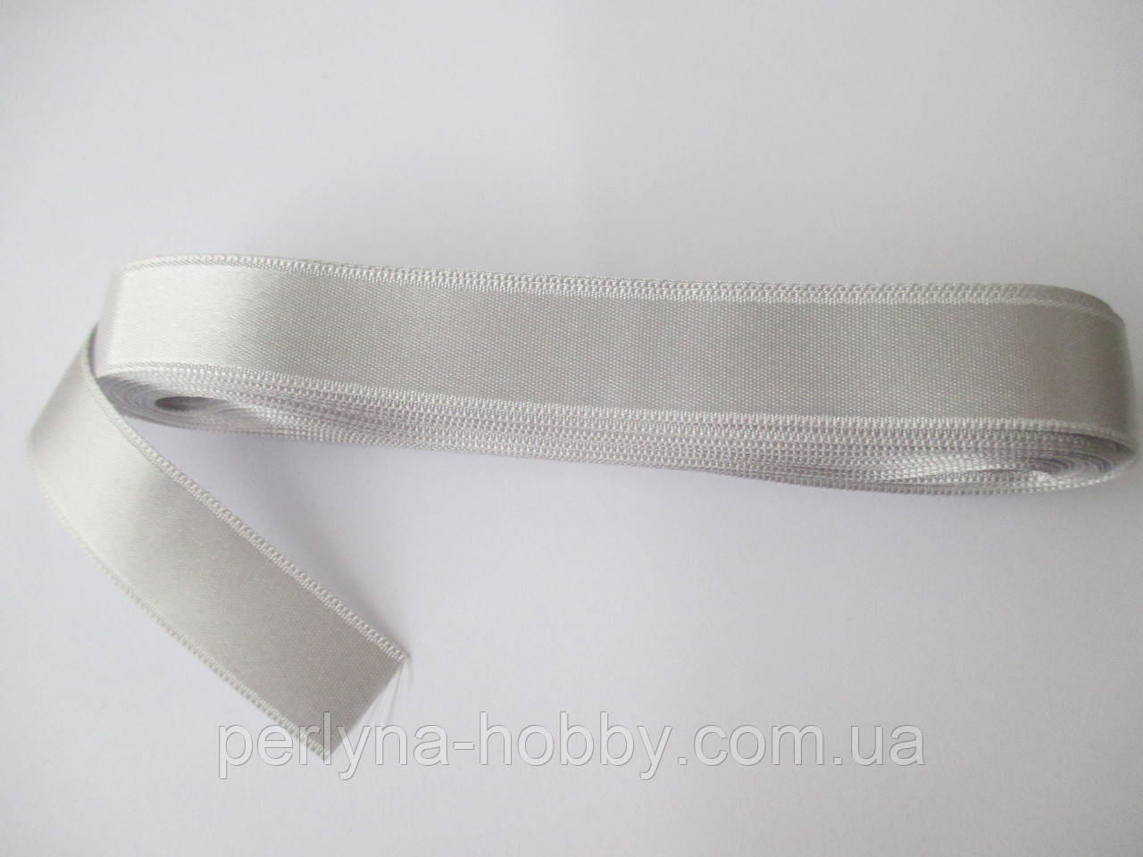 Стрічка атласна  двостороння 2 см Лента атласная двухсторонняя.( 10 метрів) світло-сіра G-800