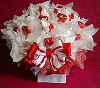 """Композиция из конфет """"Я тебя люблю"""" цвет красный и белый"""