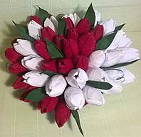 """Композиция из конфет """"Сердце из тюльпанов"""" цвет красный и белый"""
