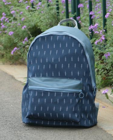 Стильный рюкзак с листиками городской