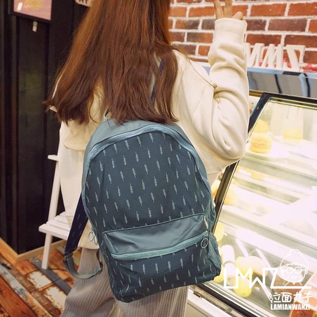 Стильный рюкзак с листиками