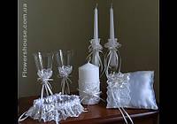 Свадебные аксессуары - свадебные бокалы, подвязки для невесты, свадебные свечи, подушечка для колец.