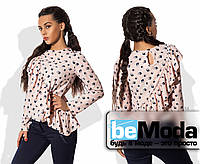 Модная женская блуза из рубашечной вискозы с длинными рукавами и широким воланом бежевая