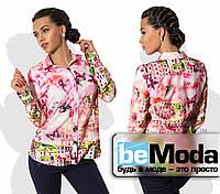 Привлекательная женская блуза рубашечного кроя с милым принтом розовая