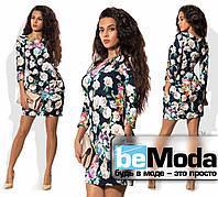Привлекательное женское короткое платье с цветочным принтом синее