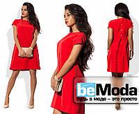 Привлекательное женское платье свободного кроя с застежкой на спине красное