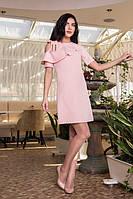 Нежное персиковое платье с воланом