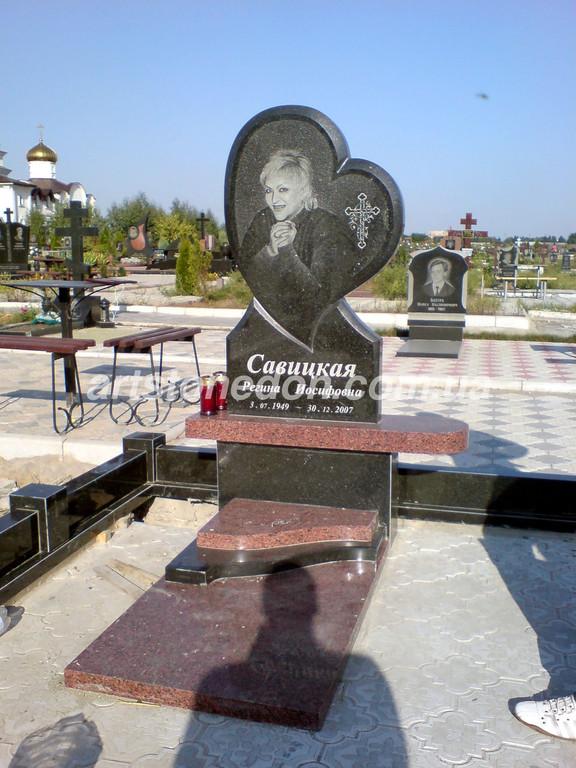 Памятник элитный в форме сердца