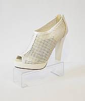 Белые босоножки на каблуке Caroline 765
