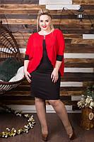 Стильное платье облегающего силуэта, сверху пришита шифоновая накидка красного цвета.