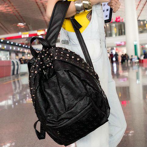 Женский рюкзак с черепками и заклепками