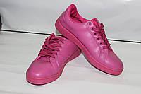 Стильные кроссовки ярко-розового цвета