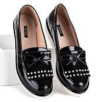 Женские черные туфли лоферы с кисточками на белой подошве
