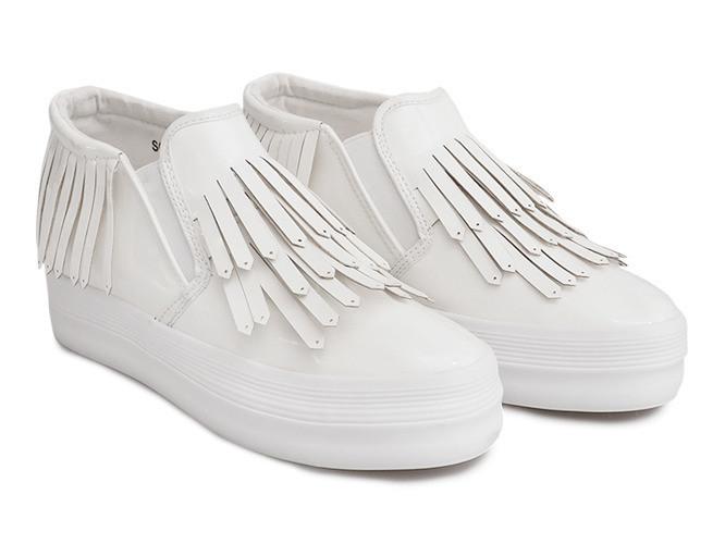 Лаковые женские слипоны белого цвета
