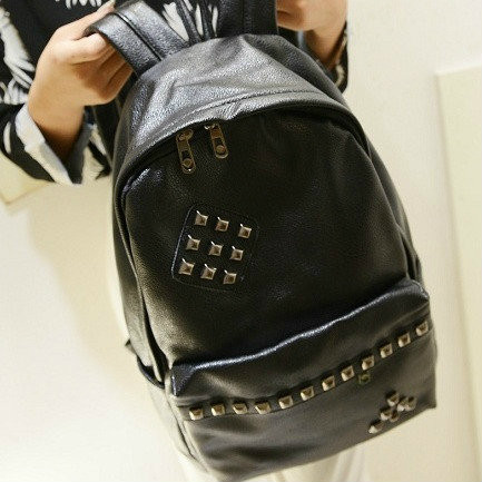 Рюкзак молодежный с заклепками