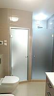 Стеклянные матовые двери с установкой