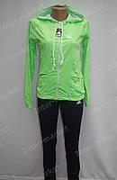 Женский спортивный костюм в стиле adidas с капюшоном на замке салатовый