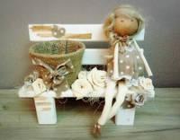 Кукла на лавочке + кашпо