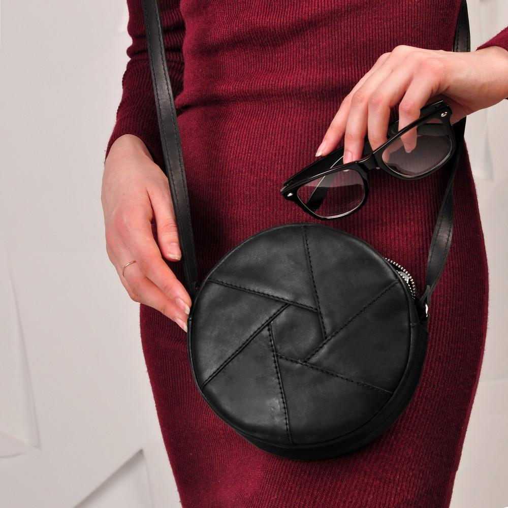 7cf23cb3e09b Круглая женская сумка-клатч кожаная crazy horse черная (ручная работа) -  Интернет-