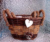 Набор 3 шт. кашпо-корзинок из лозы овальной формы с ручками для цветочных композиций с шишкой и сердечком.