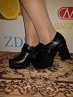 Ботинки женские черного цвета на устойчивом каблуке с платформой.р.36.37..40.