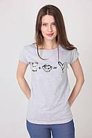 Серая женская футболка с оригинальным принтом