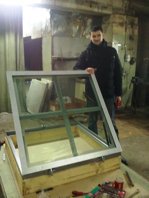 Напольный люк со стеклянной створкой