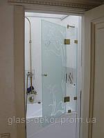 Стеклянные шторки на ванную