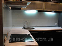 Фартук стеклянный на кухню
