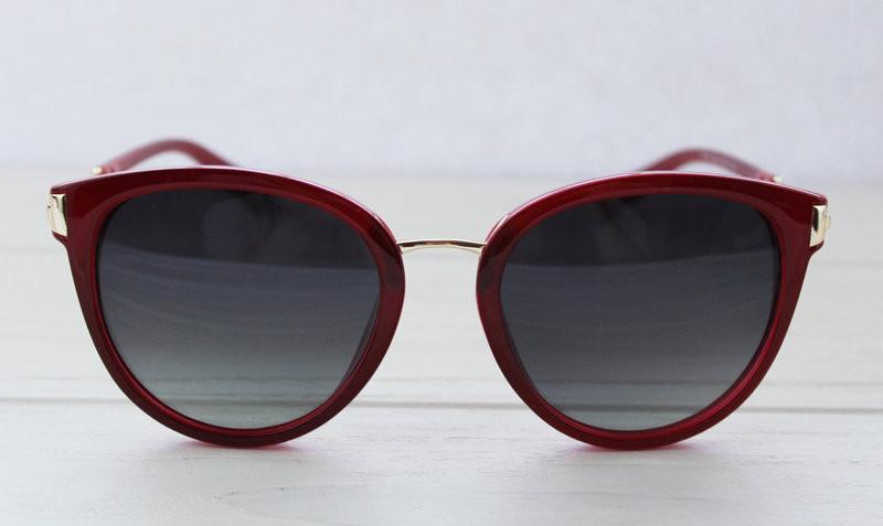 Изящные женские солнцезащитные очки в бордовом цвете
