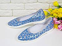 Туфли балетки из натуральной кожи в бело-голубого цвета