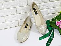 Туфли балетки из натуральной кожи бежевого цвета с золотом