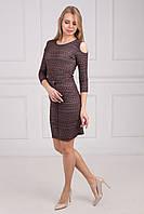 Сдержанное платье с открытыми плечами
