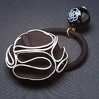 Резинка для волос кожаный черный цветок  белый кант