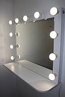 Зеркало для салона красоты нестандартное с полкой.