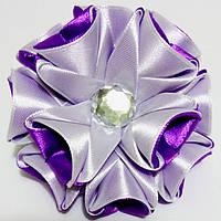 Резинка для волос Канзаши Цветок бело фиолетовый