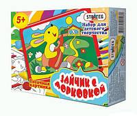 """Рисунок из песка """"Зайчик с морковкой"""" (рус), в коробке 22-16,5-5 см"""