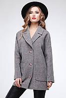 Стильное демисезонное пальто с отложным воротником на пуговицах