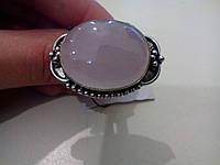 Кольцо с натуральным камнем розовый кварц в серебре.
