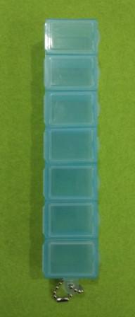 Органайзер (коробочка) для мелкой фурнитуры, бисера, лекарств на 7 ячеек, голубой с цепочкой