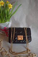 Черная сумочка на цепочке