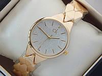 Женские кварцевые наручные часы Calvin Klein золотого цвета, на металлическом ремешке, фото 1