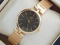 Женские кварцевые наручные часы Calvin Klein золотого цвета с черным циферблатом, на металлическом ремешке, фото 1