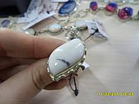 Элегантное кольцо с натуральным камнем агат в серебре.